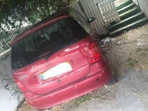 מכונית אדומה לפירוק